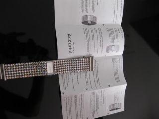 Accurist Damenuhr Mit Kristallen Besetztem Armband Bild
