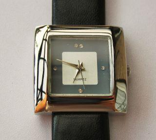 Damenuhr Quarzuhr Mit Neuer Batterie Schwarzes Armband. Bild