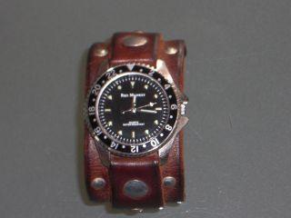 Red Monkey Diver Studs Armbanduhr Bild