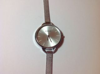 Damen Armband Uhr Spangenuhr Silberfarben Bild