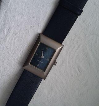 Angebot ||wie Neu|| Design Titan Damenuhr Uhr Modern Leder Dunkelblau Blau Bild