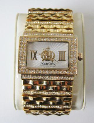 Pompöös Uhr Mit Kristallen,  Goldfarben Bild