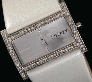 Dkny Donna Karan York Damenuhr / Damen Uhr Leder Strass Weiß Ny4820 Bild