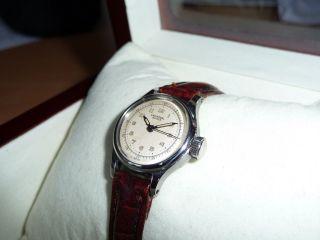 Universal Geneve - Damen Armbanduhr - Kaliber 444 - 1950er Jahre Sehr Selten Bild