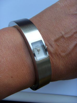 M&m Uhr Damenuhr M11880 - 122 Armreif Mit Uhr Matt Armspange Spangenuhr Edelstahl Bild
