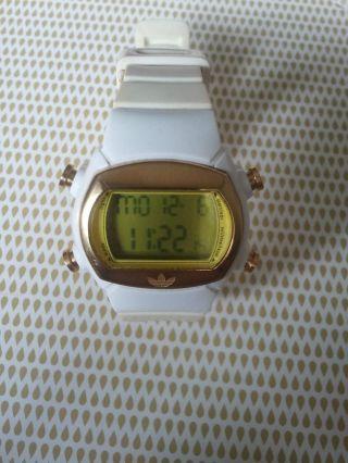 Uhr,  Digitaluhr.  Adidas,  Weiss - Gold. Bild