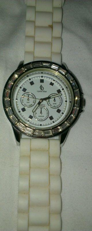 Uhr Von Crystal Blue,  Weiß Mit Silber Bild