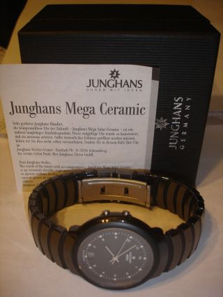 , Junghans Mega Ceramic 017/1633703,  Funkuhr,  Ceramicgehäuse Und Ceramicband Bild