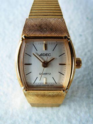Armbanduhr Der Marke Adec Mit Goldenem Metallarmband - Damenuhr,  Retro,  Quarz Bild