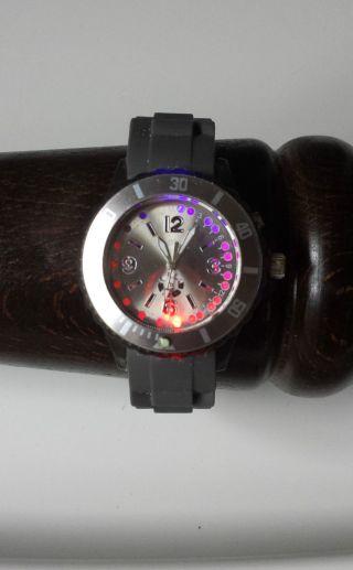 Silikon - Armbanduhr,  Blinkt Auf Knopfdruck,  Grau - Schwarz (s.  Foto) Bild