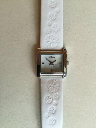 S.  Oliver Damen Armbanduhr Silber/weiss Lederarmband Blumenprägung Perlmutt Wneu Bild