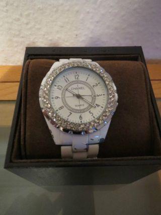Weiße Uhr Mit Glitzersteinen,  Uhr Funktioniert Nicht,  Bastlerstück Bild