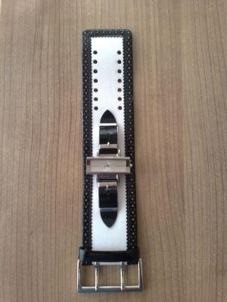 Guess Armbanduhr Schwarz/weiß,  Batterie Leer Bild