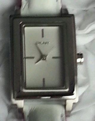 Dkny Ny8773 Uhr Armbanduhr Mit Dkny Geschenkbox Lederarmband Lila Weiß Bild