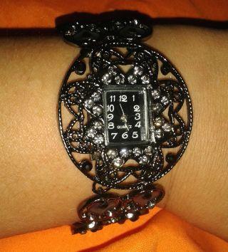 Schicke Elegante Damenuhr Armbanduhr Bild
