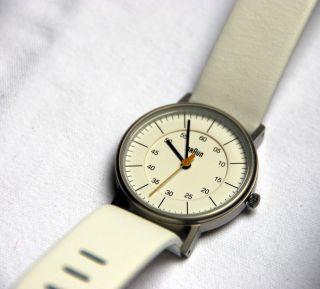 Damenarmbanduhr,  Braun Armbanduhr,  Weisses Zifferblatt,  Puristisch Bild