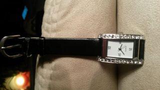 Schicke Damen Uhr Schwarz Mit Glitzer Bild