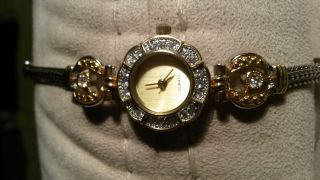 Sehr Schöne Damen Uhr Mit Glitzersteinchen - Edel - Bild