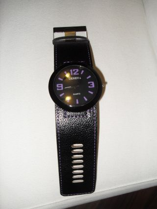 Uhr Armbanduhr Schwarz Lila Bild
