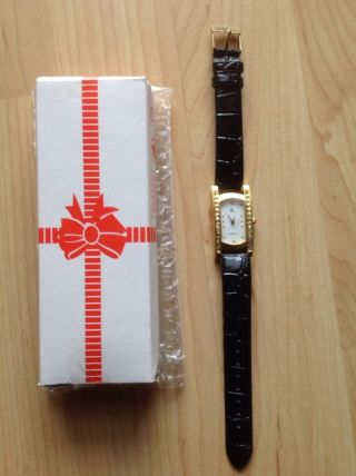 Eine Schöne Und Elegante Damenuhr Quarzuhr Mit Schwarzem Armband Bild