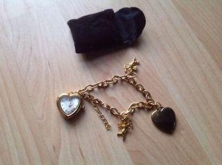 Eine Schöne Und Elegante Damenuhr Quarzuhr Im Herzenform Kette Als Armband Bild