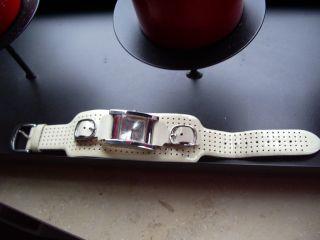 Guess Damenuhr Echt Leder Armband Verstellbar Bild