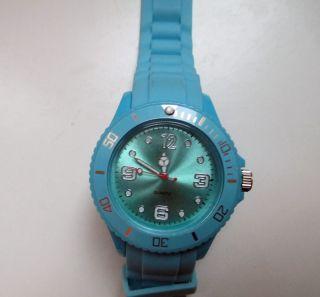 Hellblaue Armbanduhr Wie Bild