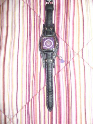 Sportliche S.  Oliver Damen Armband Uhr Lila/schwarz Mit Herzanhänger,  Fast Bild