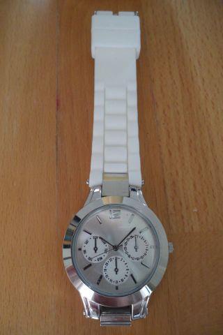 Yves Rocher Armbanduhr,  2 Zusätzliche Armbänder. Bild