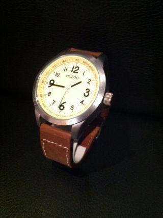 Grosse Modische Oozoo Armbanduhr Mit Lederarmband.  Neuwertig Bild