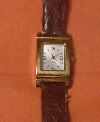 Damen Uhr Von Tommy Hilfiger; Getragen,  Funktionsfähig (1) Bild