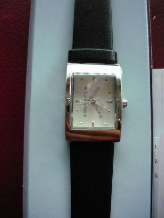 Neue Armbanduhr K Schwarz Quarzuhr Von Avon Uhr Bild