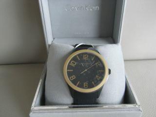 Calvin Klein Ck K5e515b1 Herrenuhr Mit Silikonband,  Schwarz Gold Mit Box Bild