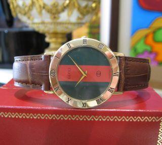 Gucci Herren 3001m 18k Vergoldet Zifferblatt Römische Ziffer Lünette Runde Uhr Bild