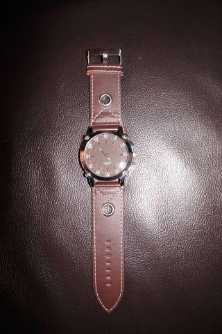 Armbanduhr Für Herren In Braun Bild