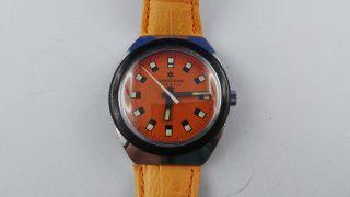 Seltene Junghans Armbanduhr,  Orangefarben,  17 Jewels,  Handaufzug Bild