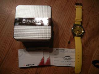 Wenger Armband Uhr Gelb Mit Silikonarmband Bild