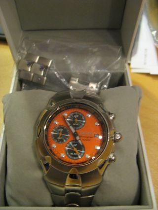 Seiko Chronograph 100 M Metallarmband - Orangefarbenes Ziffernblatt Bild