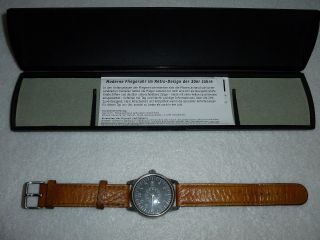 Hirsch Armbanduhr Fliegeruhr Sammlerstück Lederarmband Datumsanzeige Etui Top Bild