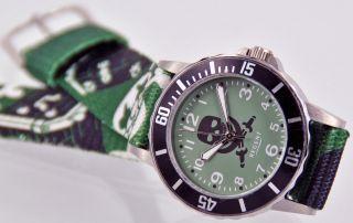Regent Kinderarmbanduhr Grün Totenkopf Mit Stoffband Armbanduhr 7525.  79.  12 Uhr Bild