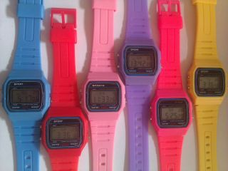 Digitaluhr Mit Alarm - Unisex Jungen Mädchen Klassisch Retro Stil Uhr Bild