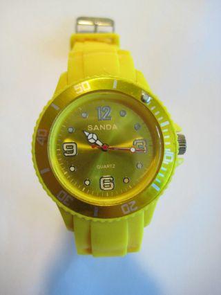 Damen Armbanduhr Uhr Gelb Aus Silikon Bzw Gummi Mit Datumsanzeige Top Bild