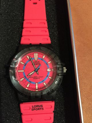 Lorus Sports Unisex Armbanduhr In Pink Schwarz,  Kunststoffgehäuse,  Silikonband Bild