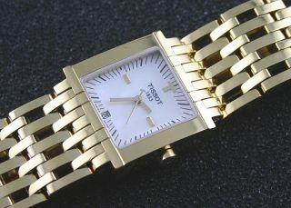 Tissot Lady T - Trend Six - T Vergoldet Perlmuttzifferblatt Ungetragen Bild