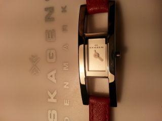 Damen Uhr Marke Skagen Mit Roten Echt Leder Armband Gr.  8 Bild
