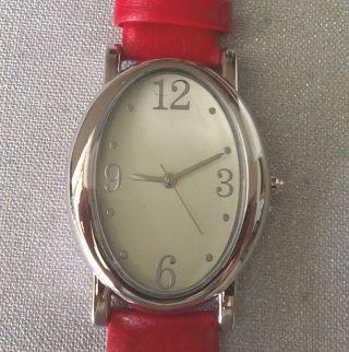 Klassisch Elegante Silberfarbige Damen Quartzuhr  Rotes Kunstleder Armband Bild
