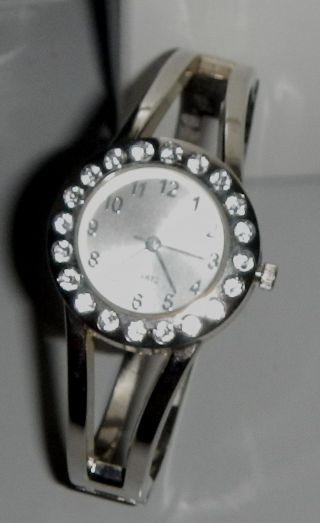 Silberfarbene Damenuhr Armbanduhr Mit Strass Steinchen Von Yves Rocher Quartz Bild
