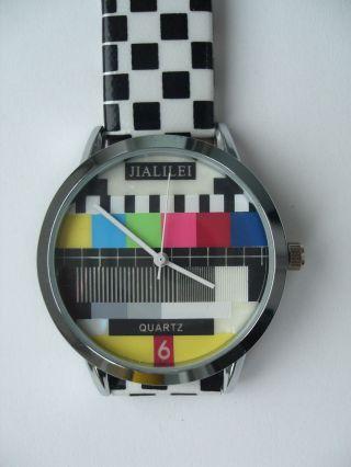 Armbanduhr Mit Testbild Auf Dem Zifferblatt Bild