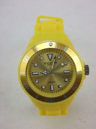 Madison Silikon Armbanduhr Neuwertig Gelb Bild