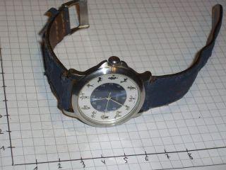 Esprit Uhr Mit Menschen Und Tieren Als Uhrzeit Bild